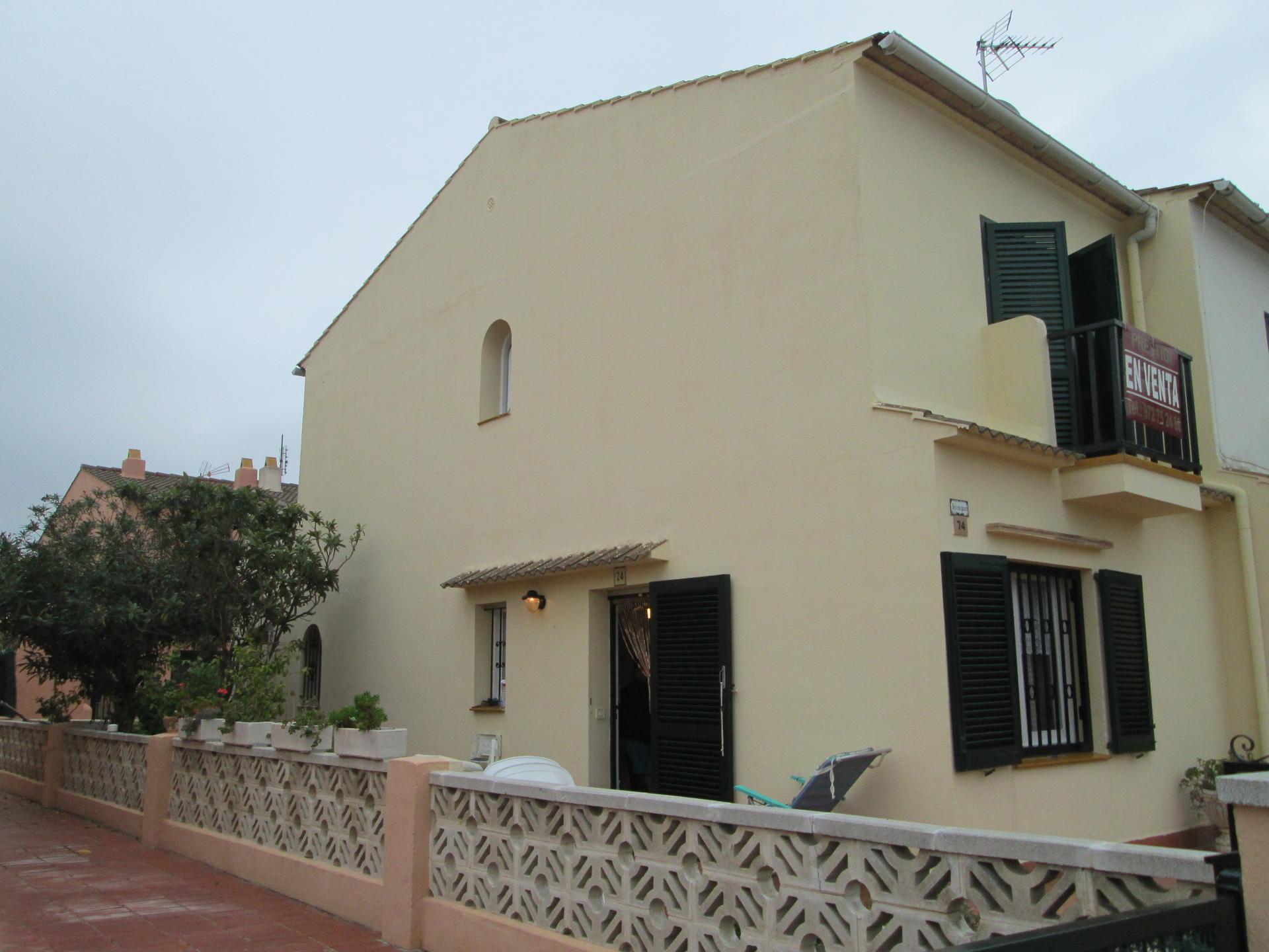 House -                                       Estartit -                                       3 bedrooms -                                       0 persons