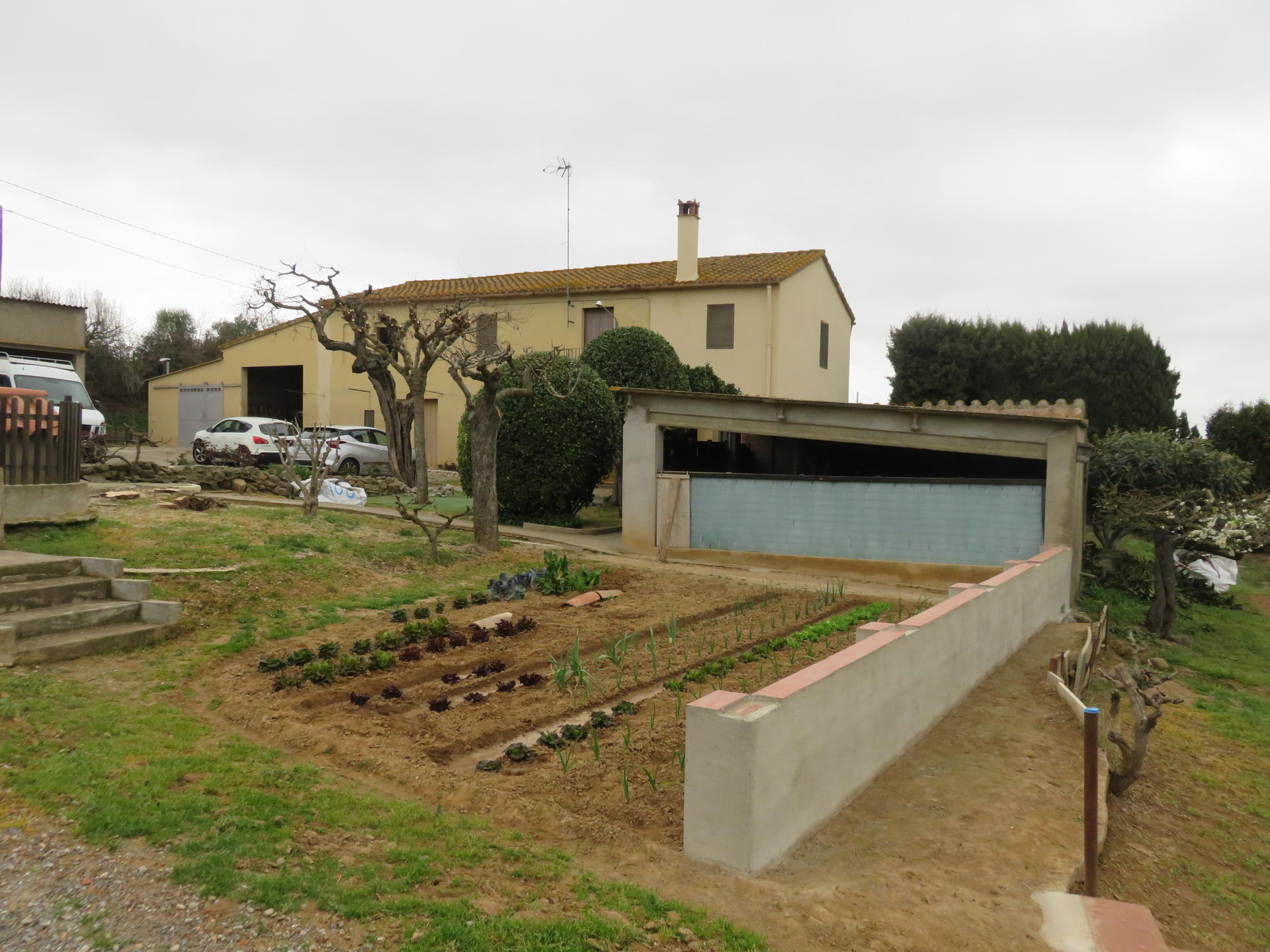House -                                       Ullastret -                                       4 bedrooms -                                       0 persons
