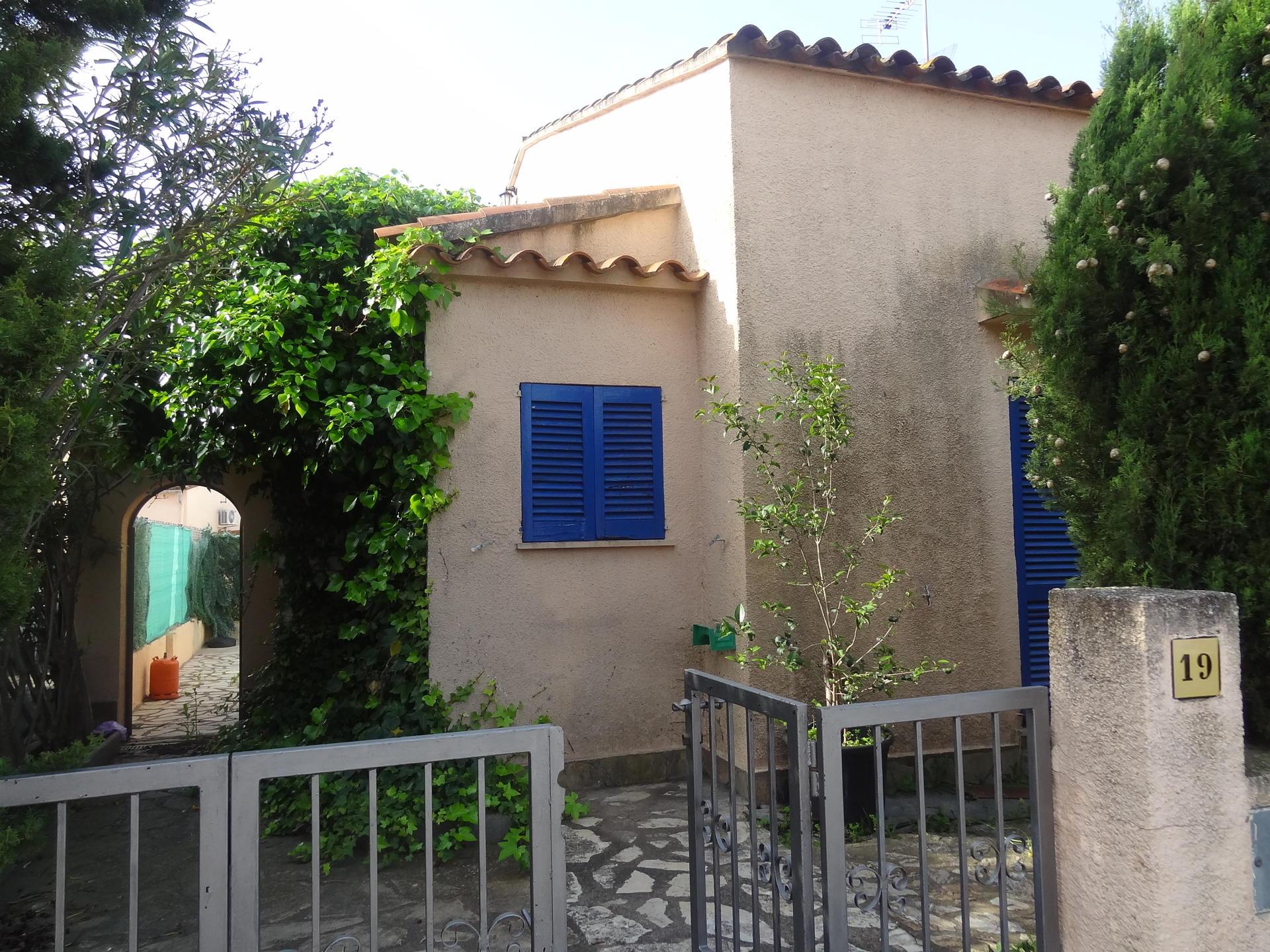 House -                                       Bellcaire D´empordà -                                       3 bedrooms -                                       0 persons